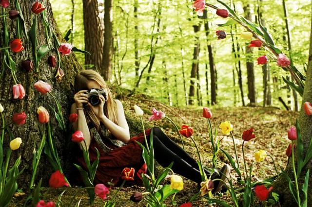 Как стать обаятельным - девушка в цветах