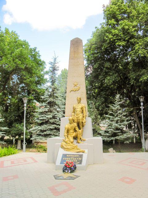 Пеший марафон - памятник борцам революции