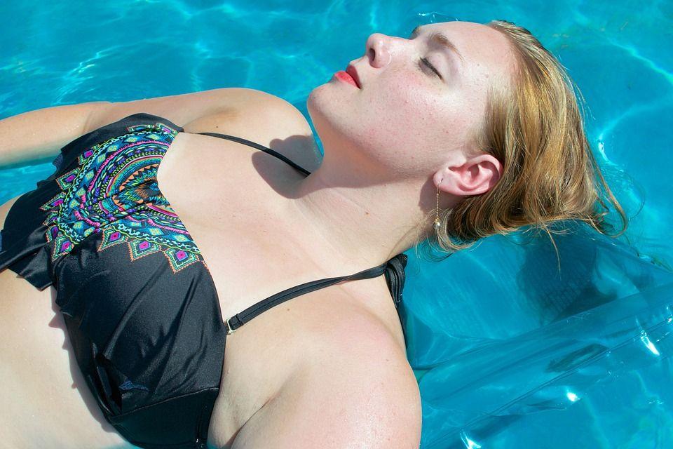 помогает ли плавание похудеть?