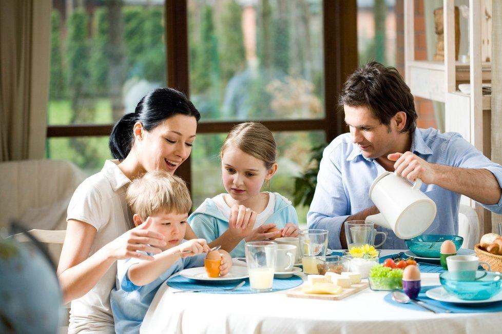 вид распространен картинка семья за столом чаепитие люблю торговаться, тех
