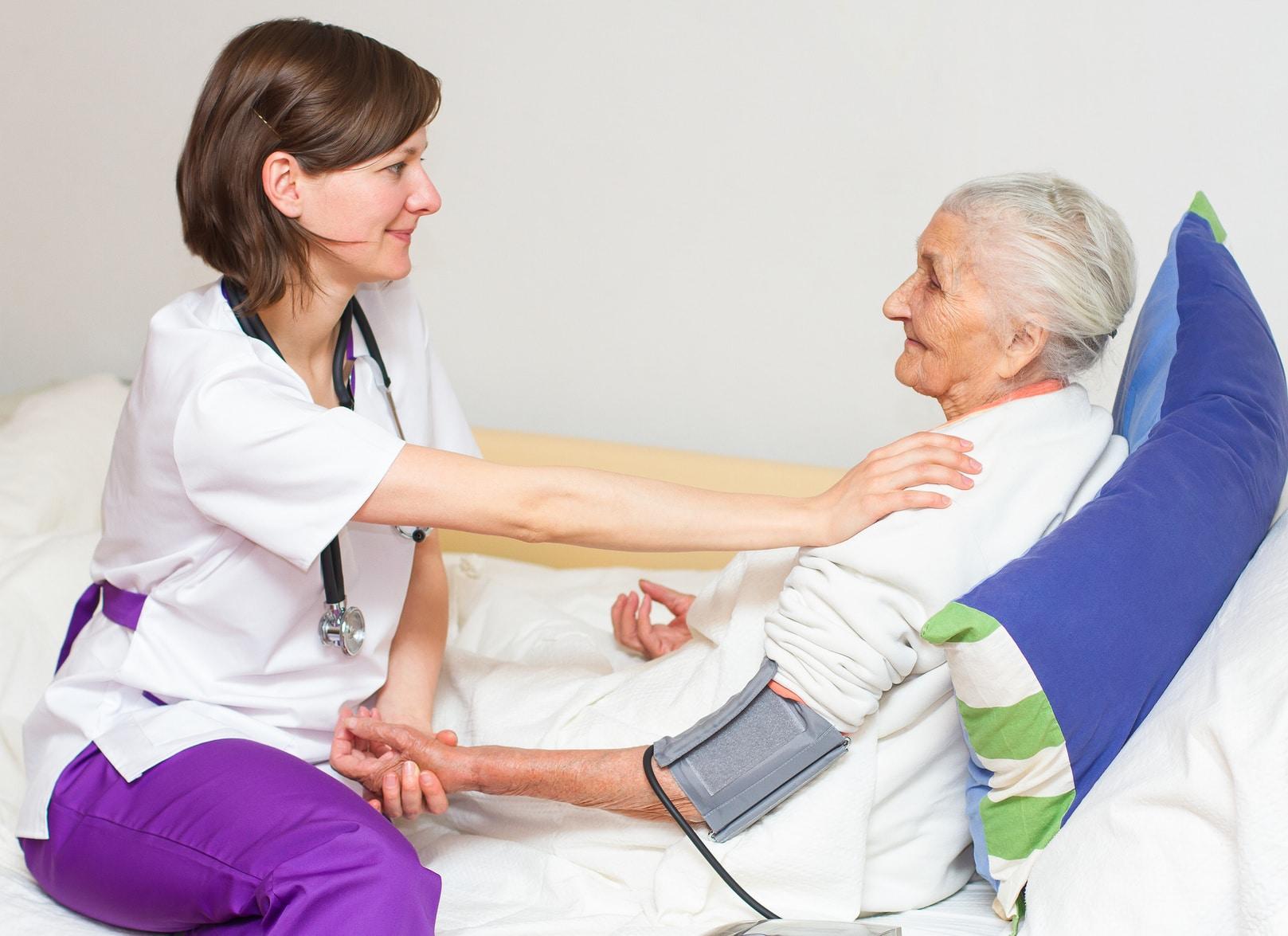 Какие обязанности у сиделки для лежачего больного
